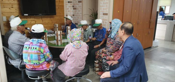 [동문동]노인일자리 참여자 정담회 자리 마련.JPG