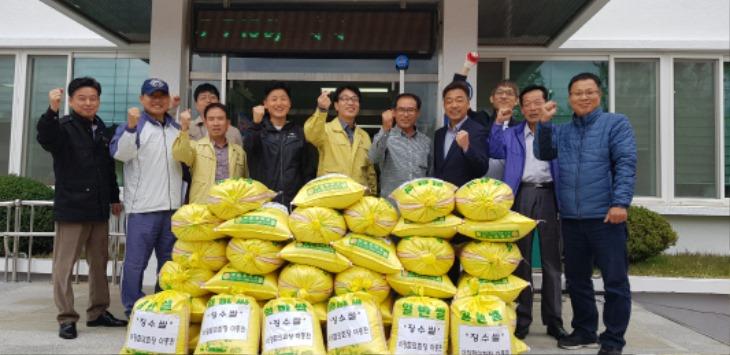 [외서면]경로당 어르신들을 위한 장수쌀 기탁.jpg