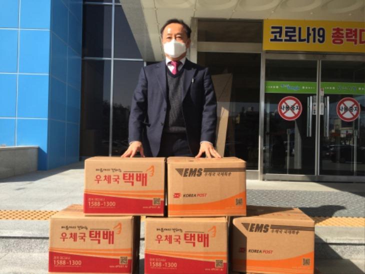 [사회복지과]김대현 변호사사무소 사무국장 우병학, 방역용 물품 기탁.JPG