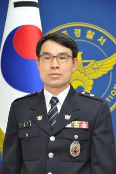 200424 기고문(횡단보도 이용으로 소중한 생명을 지키자) 경위 김홍운 사진.jpg