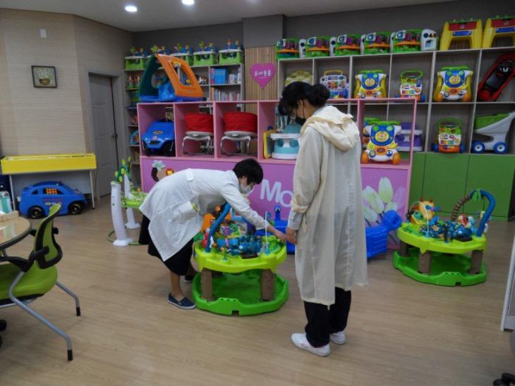 [건강증진과]아이맘플러스센터, 유아 도서·장난감 재정비(출산육아용품 대여).jpg