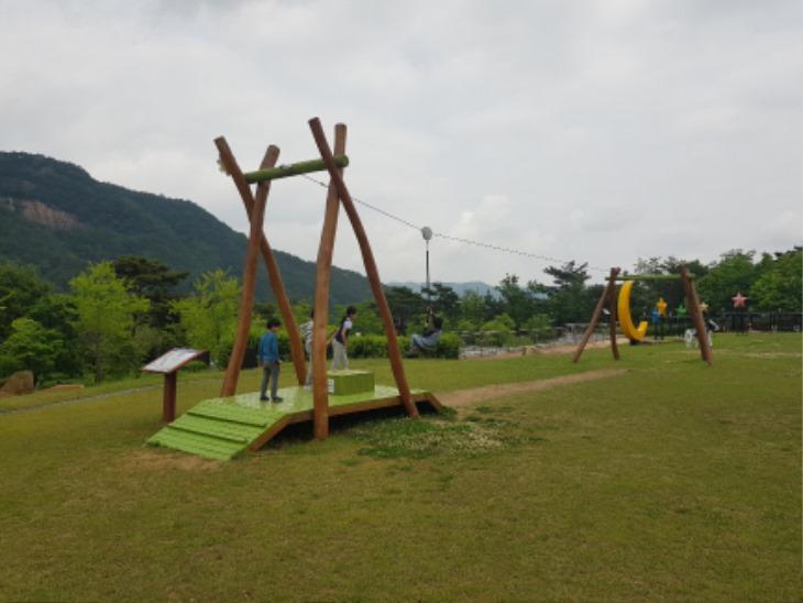 [한방산업단지관리사업소]한방건강공원 찾는 발길 이어져(어린이 집라인).jpg
