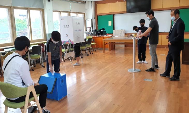 화령초보도자료(0612)-코로나19 K-선거 방역 체험했어요.jpg