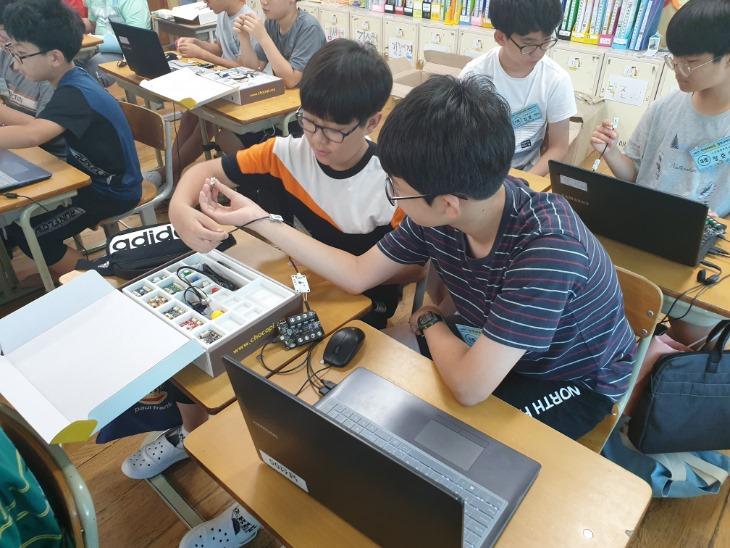 3.경북교육청, AI, 빅데이터, IoT, VR, AR교육 본격 시작01(지난해 8월 초등학교 SW교육 캠프).jpg