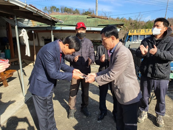 1204-1낙동면, ㈜해성케미칼 조현국 대표에게 감사패 수여.JPG