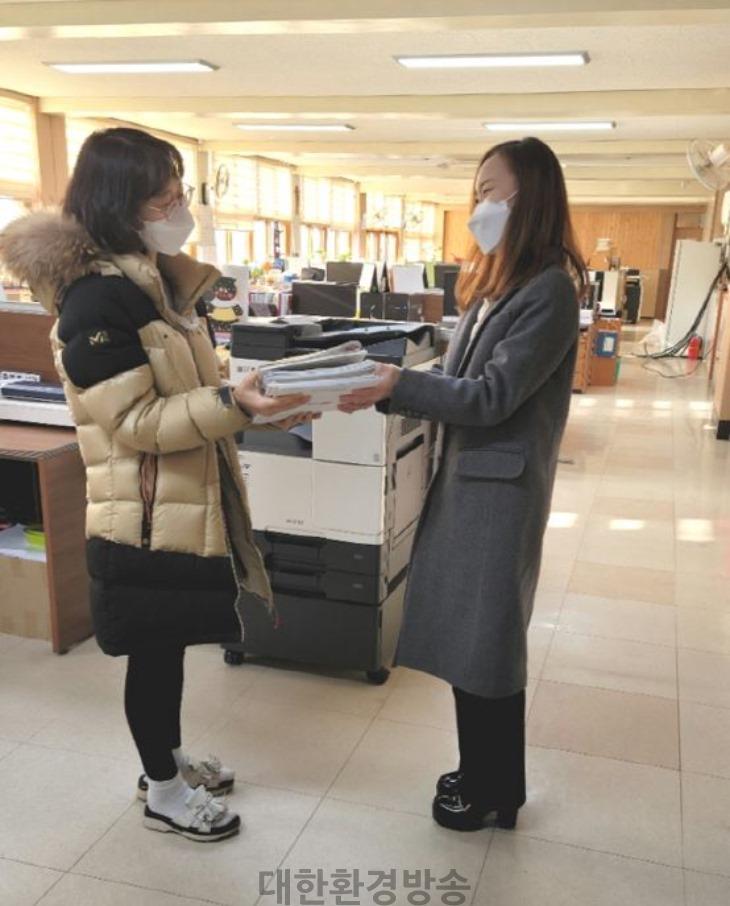 0118-14상주교육지원청 학교지원센터, 학교까지'찾아가는 배송서비스' 실시.JPG